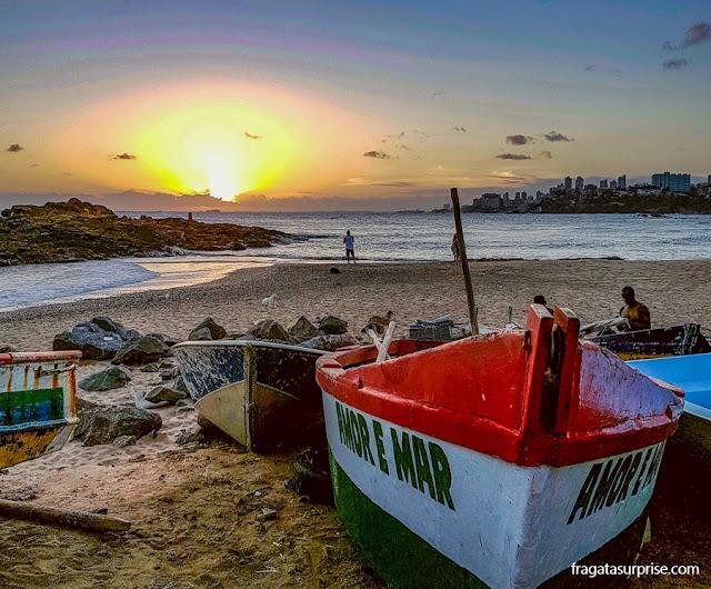 Praia no Rio Vermelho celebrizada por Caramuru