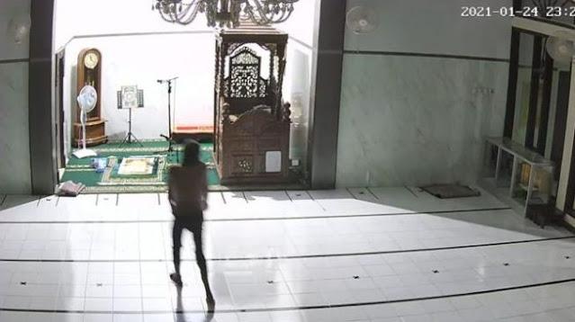 Maling Colong Duit Kotak Amal Masjid Tanjungpinang, Kabur Pura-pura Telepon