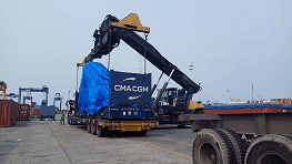 Unloading-Loading Container CMA CGM Cargo Flat Rack