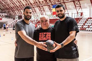 hermanos Esteki en Dinamo de Bucarest