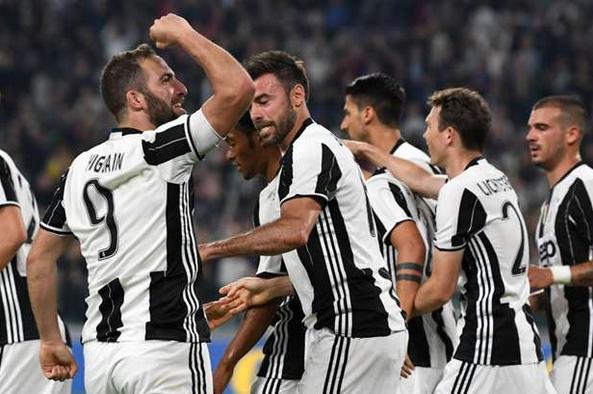 Cuplikan Video Juventus 2-0 Chievo Tadi Malam 9 April 2017