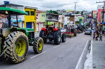 CAETÉS APRESENTA 34 TRATORES PARA ARAÇÃO DE TERRAS DOS AGRICULTORES