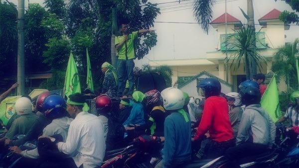 demo sbsi 92, demo buruh medan, demo pln