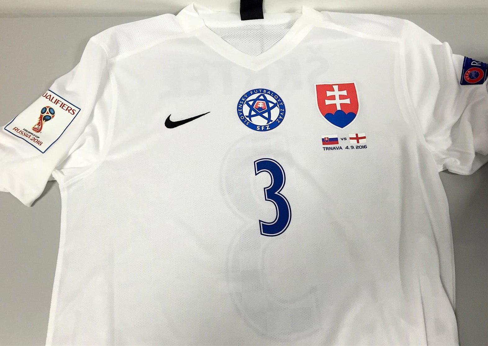 Nike apresenta nova camisa titular da Eslováquia - Show de Camisas 16ebe97de19d1