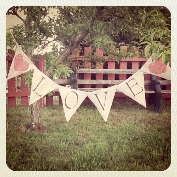 "Diy Wedding Word Banners: Wedding Sparks By Carolyn & Alan: DIY Burlap ""Love"" Banner"