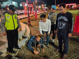 Mabuk-mabukan di Alun-alun. Dua Pemuda Ini Diciduk Polisi