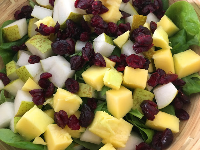 Tropical Salad mit Cranberry und Babyspinat