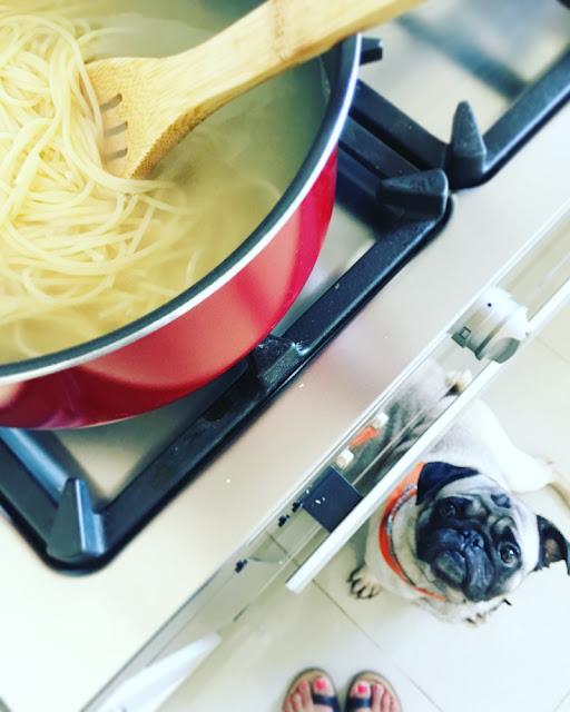 Spaghetti en salsa cremosa con coliflor