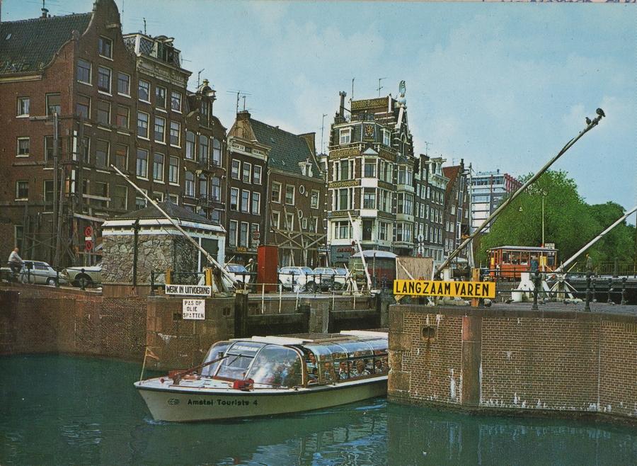 posewe maritime bilder in den grachten von amsterdam. Black Bedroom Furniture Sets. Home Design Ideas