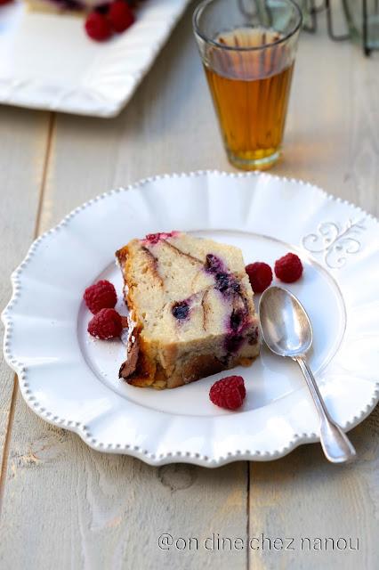 bread pudding , pain rassis , framboises , myrtilles , goûter