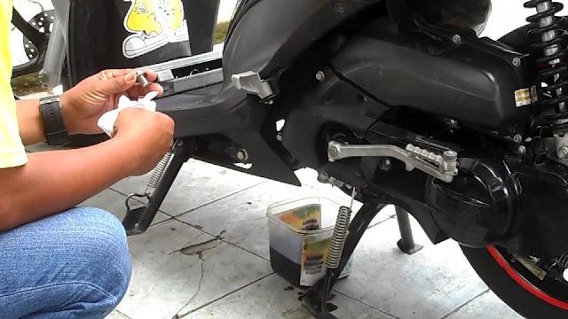 Tips Mudah Memilih Oli Motor Matik Terbaik