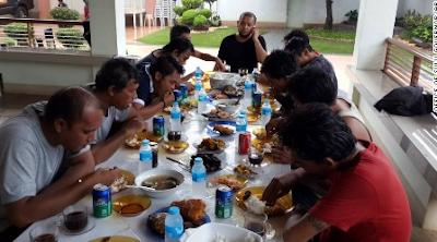 Kebiasaan Buruk Makan Orang Indonesia