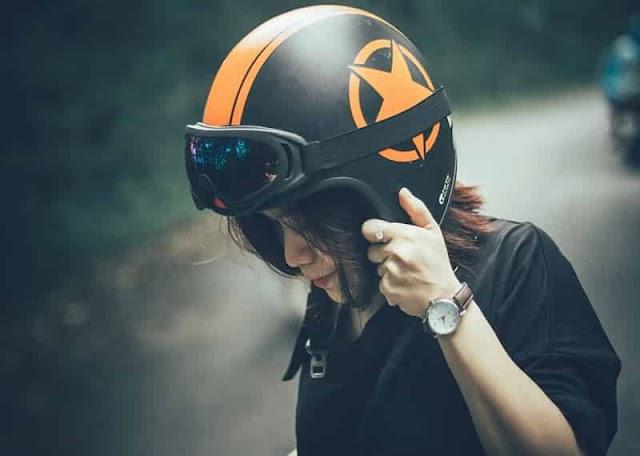 Usar cascos de motocicleta? Esa es una buena pregunta!