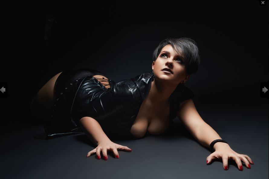 Amara Noir Model Skype