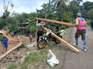 Memupuk Budaya Gotong Royong, Sat Binmas Polres Enrekang Bantu Warga