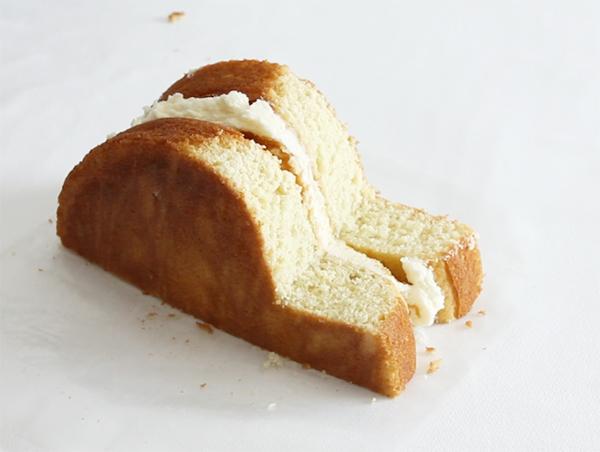 Олдскул кокосовый торт с пасхальным кроликом