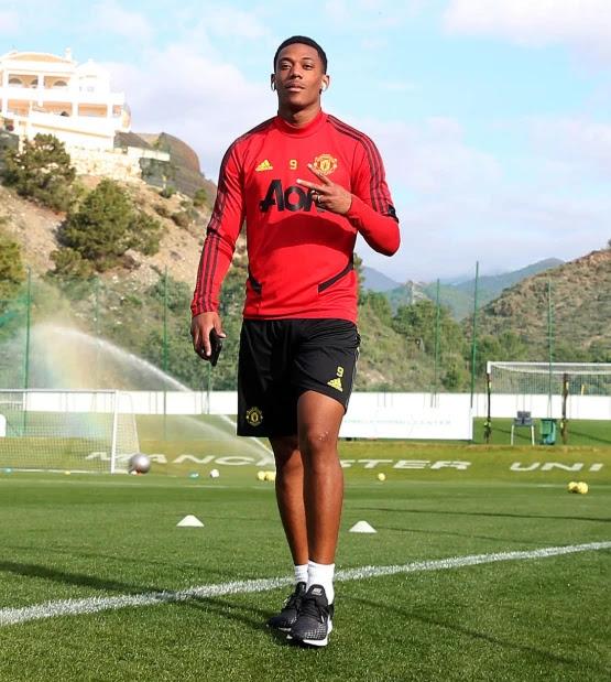 Sao M.U cười thả ga, Fernandes được săn đón ở Marbella 7