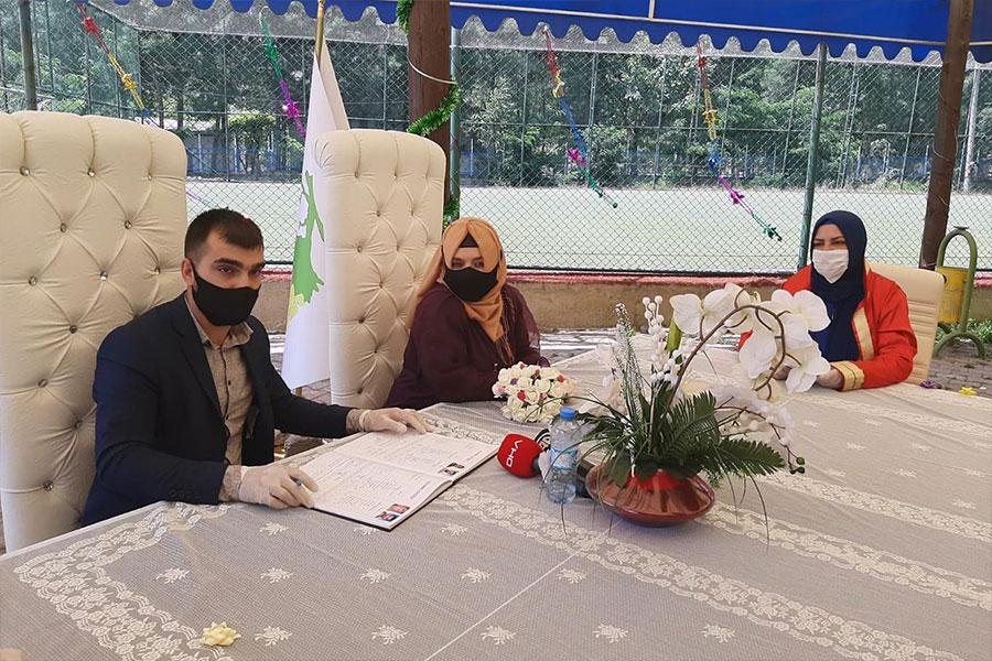 Diyarbakır Bağlar Belediyesi nikâh işlemlerini açık alanda gerçekleştiriyor