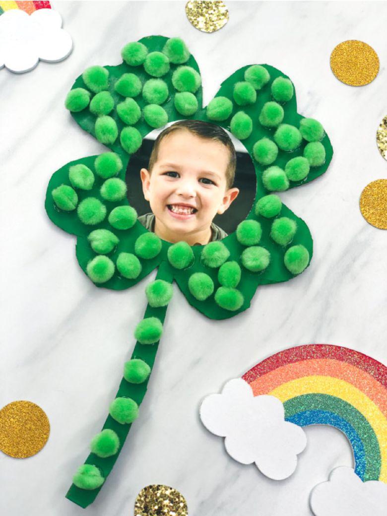 St Patricks day crafts for preschoolers - shamrock photo craft
