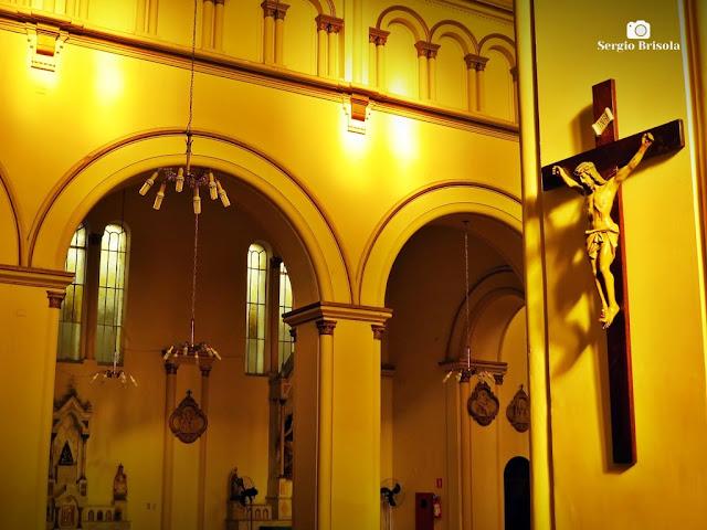 Fotocomposição com detalhes do interior da Igreja São Januário - Mooca