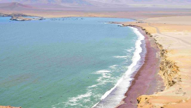 mar com areia vermelha