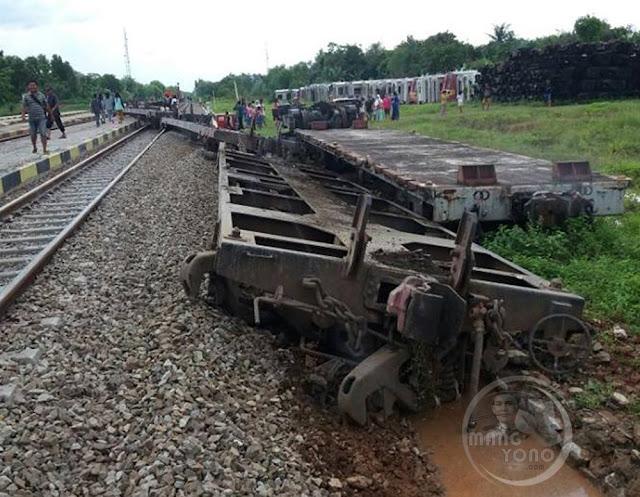 Kereta Api Terguling Di Cikaum, Subang, Jawa Barat