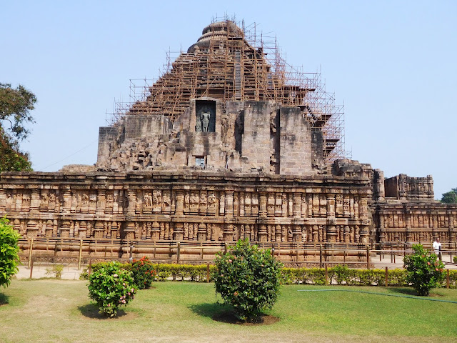 the remnant of the main temple (vimana / bada deul) which once stood behind the jagamohana (mandapa) of the Konark Sun Temple