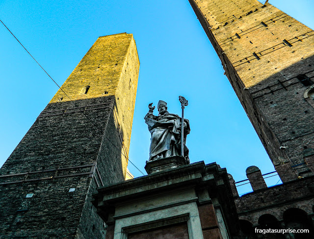 Asinelli e Garisenda, as Torres de Bolonha, Itália