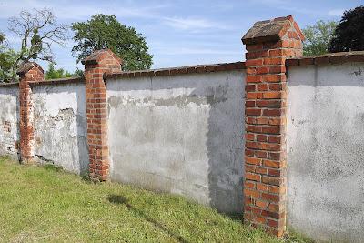 ogrodzenie murowane sciana
