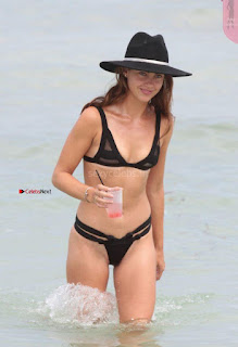 Victoria-Edwards-Hot-in-a-Bikini-in-Miami-Beach-10-662x968+%7E+SexyCelebs.in+Exclusive.jpg