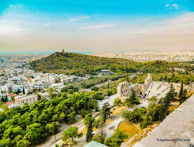Monte Pnyx, onde se realizavam as assembleias da Democracia Ateniense