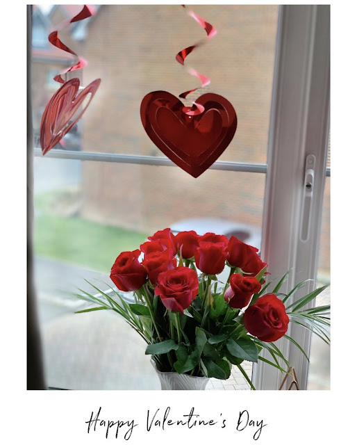 valentine's-day-blog-roses-hearts-decoration-window