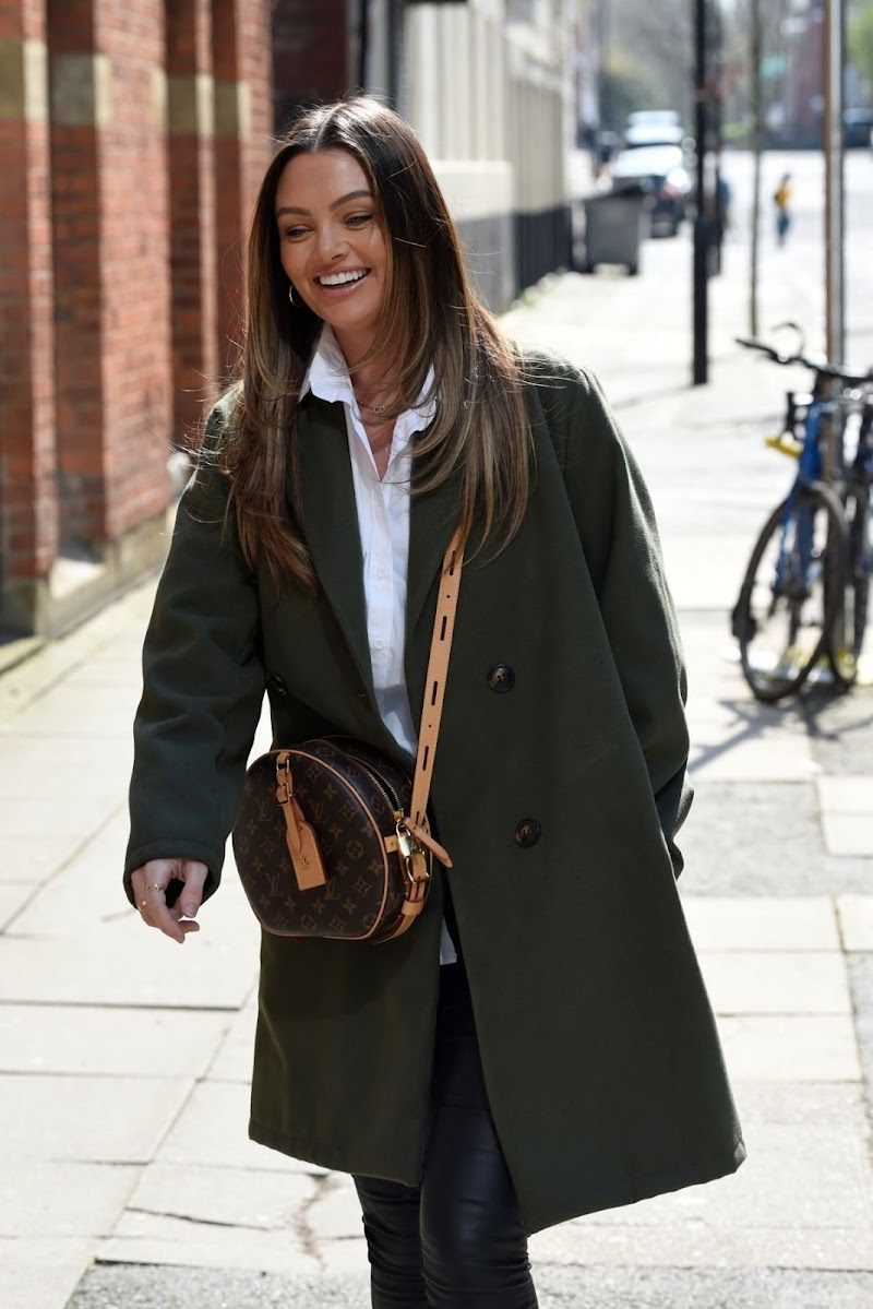 Kendall Rae Knight Spotted While Leaving 20 Storeis in Manchester 17 Apr-2021