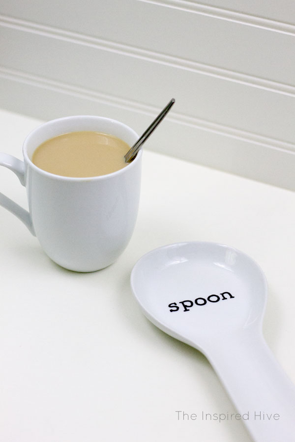 Easy DIY farmhouse spoon rest idea! How to use Sharpies on a ceramic spoon rest.