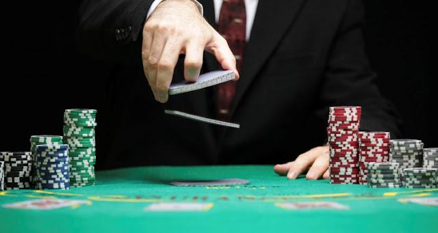 Biar Tetap Juara Gunakan 5 Strategi Bermain Poker di BandarQQ