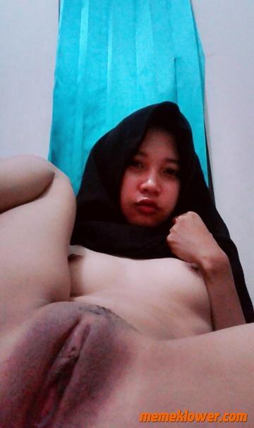 Amateur Hijab Teen Nude Selfie 04