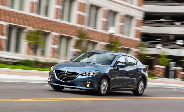 Giá xe Mazda 3 2016 khá hợp lý so với các dòng xe cùng phân khúc cùng phân khúc