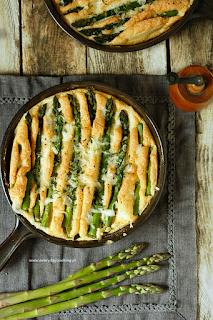 http://www.greencooking.pl/2015/06/pieczony-omlet-ze-szparagmi.html
