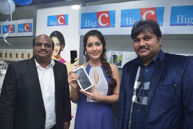 Raashi Khanna inagurates BigC mobile store at Guntur