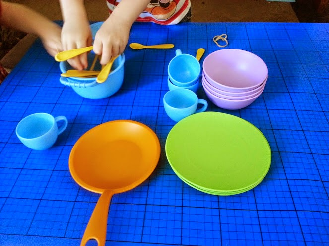 Green Toys Recycled Plastic Cookware And Dining Set Review playing