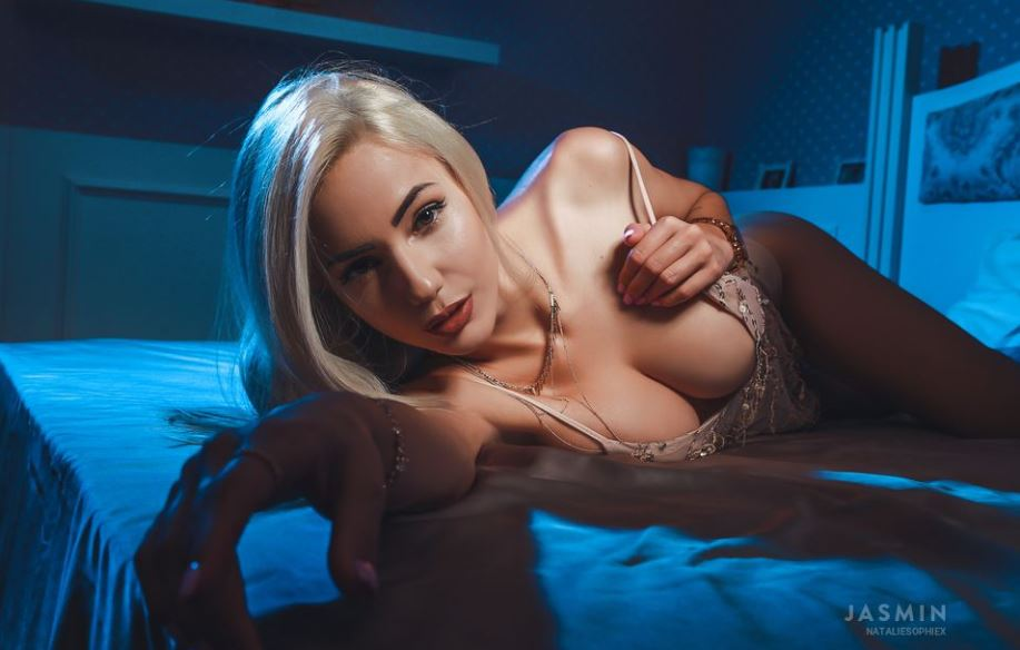 https://www.glamourcams.live/chat/NatalieSophieX