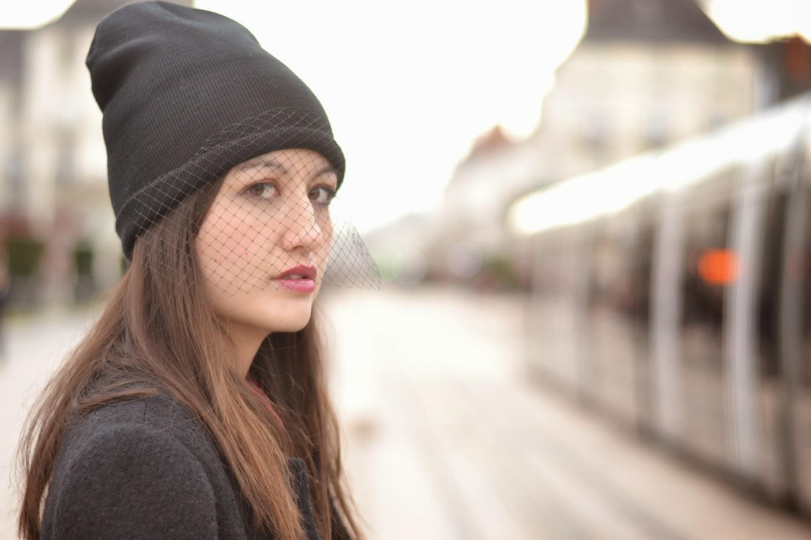 面纱的帽子