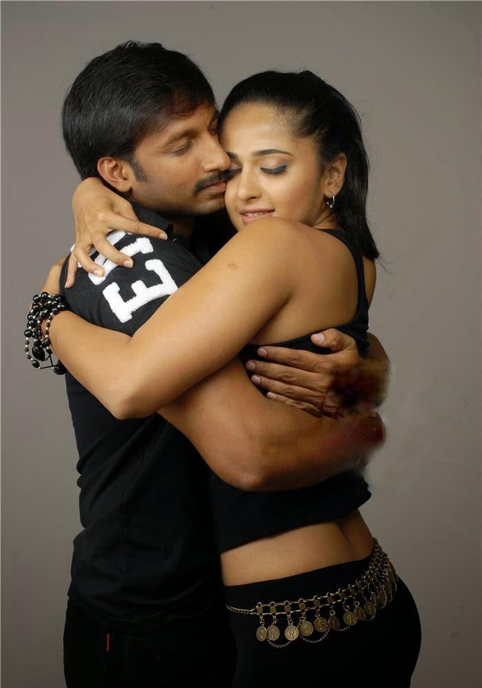 Actress Anushka Shetty Romance Stills  Latest Kollywood -5624