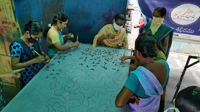 one day fabric paint training program on sarees pictures - 3
