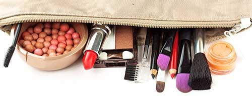 neceser de maquillaje con cosmeticos
