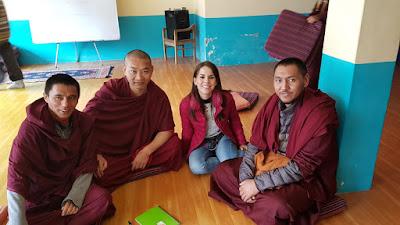 María José junto a varios alumnos de la ONG