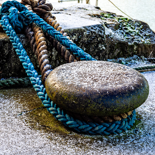 Photo of a close up of mooring ropes in the harbour