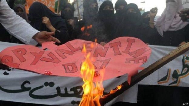 'वेलेंटाइंस डे न मनाएं, ये इस्लामी परंपरा नहीं'