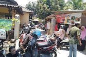Cewek-cewek di Kota Mataram Rela Panas-panasan di Depan Toko Depitrn