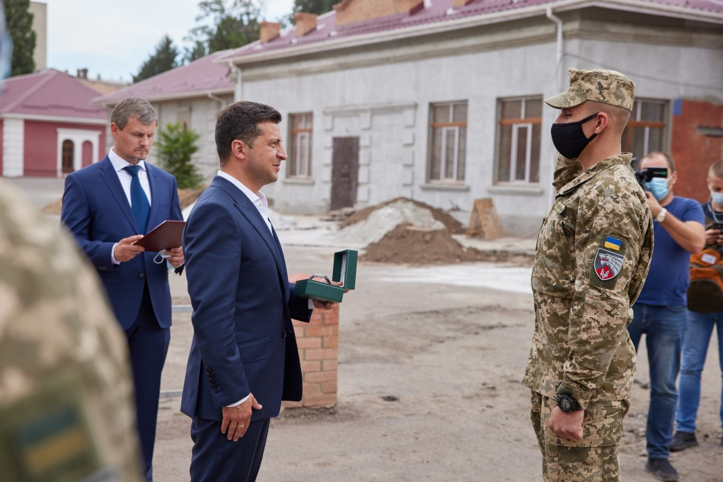 President paid a visit to the 3rd Regiment of the Special Forces and talked to the military